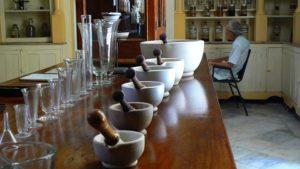 Elaboración de fórmulas magistrales en Farmacia Santa Aurelia