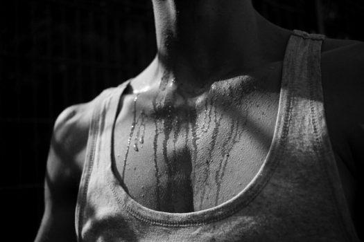 Sigue estos consejos para aliviar los síntomas de la hiperhidrosis