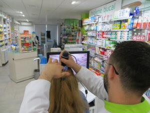 En el servicio capilar utilizamos una microcámara para comprobar la salud de tu pelo